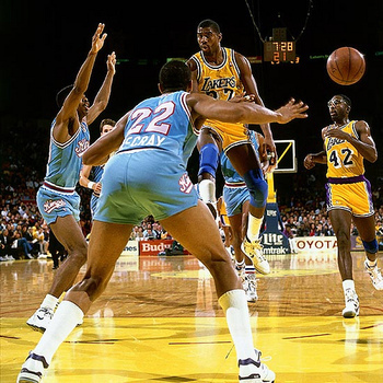magic-johnson-no-look-pass